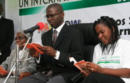 Governor Fashola Reads To Children To Mark United Nations Literacy Day; September 8 2008